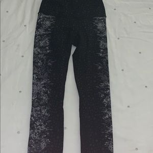 Perfect condition lululemon size 4 tights✨✨